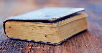 book-758384__180