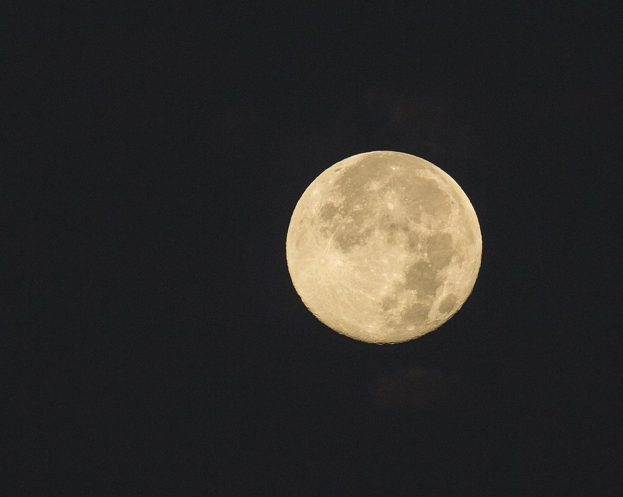full-moon-912130_1280