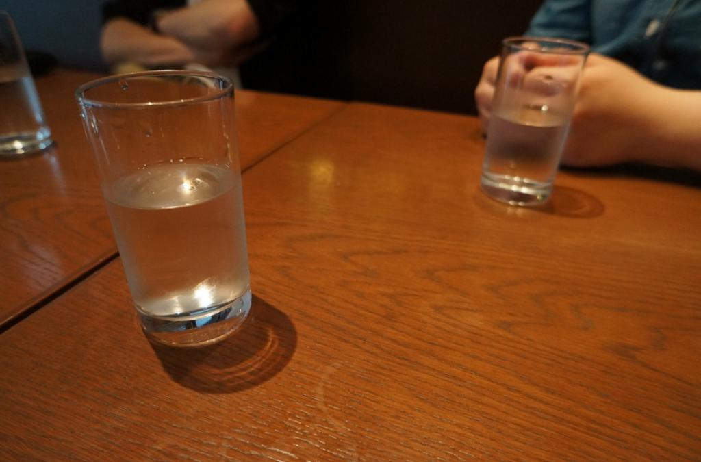 グラスに水が半分入っている