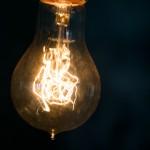 エネルギーが巡っている電球