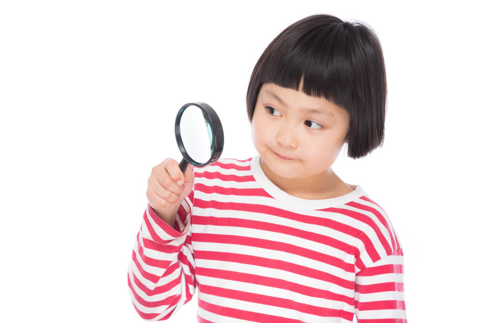 手相を確認する子供