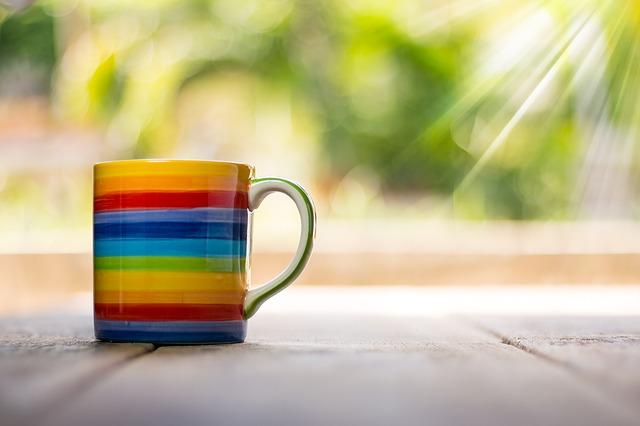 虹色のカップ