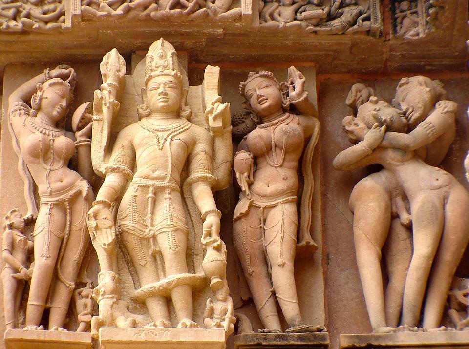 インドカジュラーホ寺院のミトゥナ像
