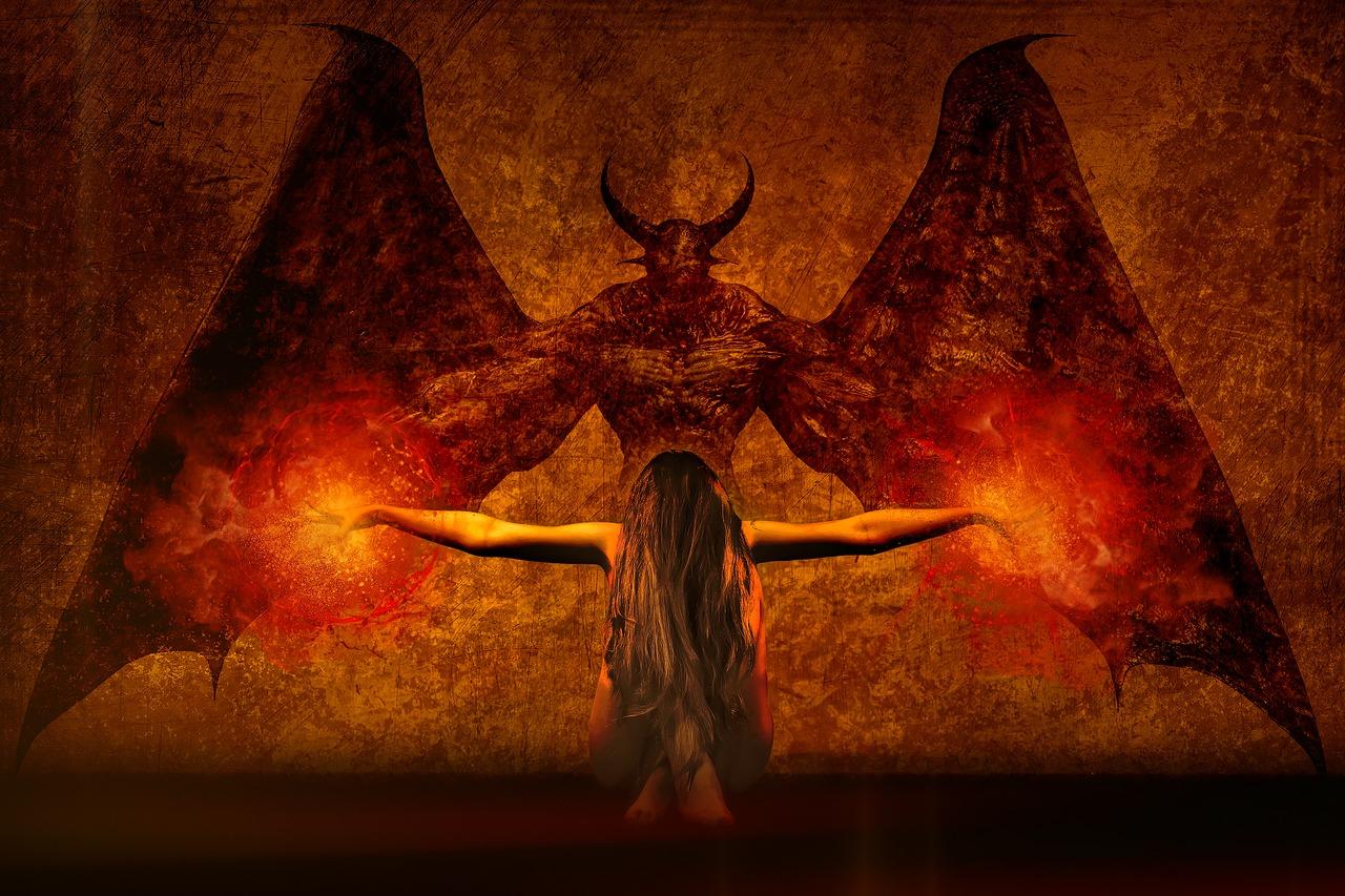悪魔と女性の画像