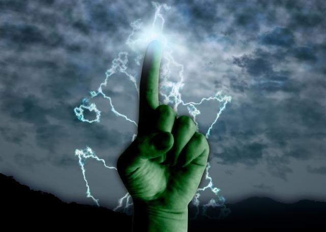 雷と指の画像