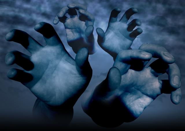 救いを求める亡者の手の画像
