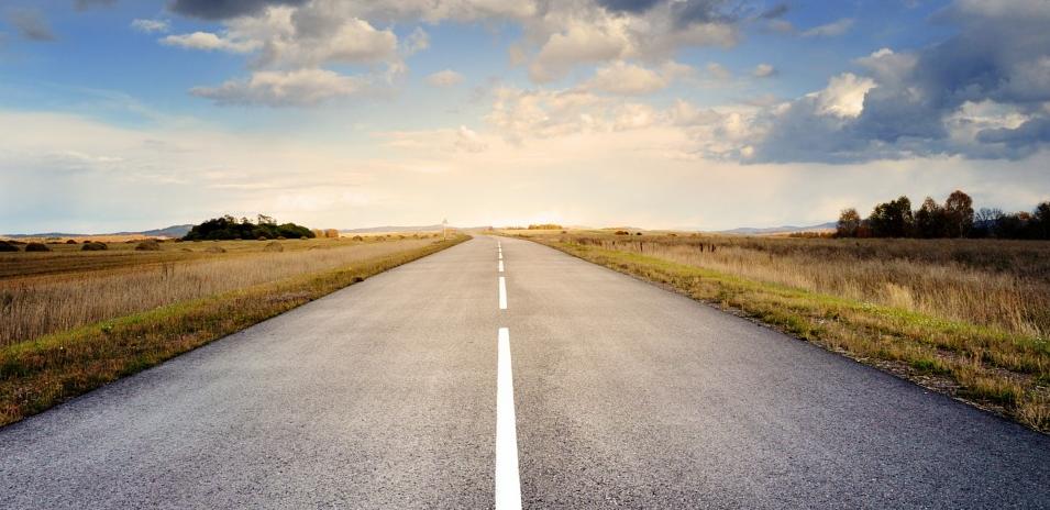 まっすぐにのびる道路