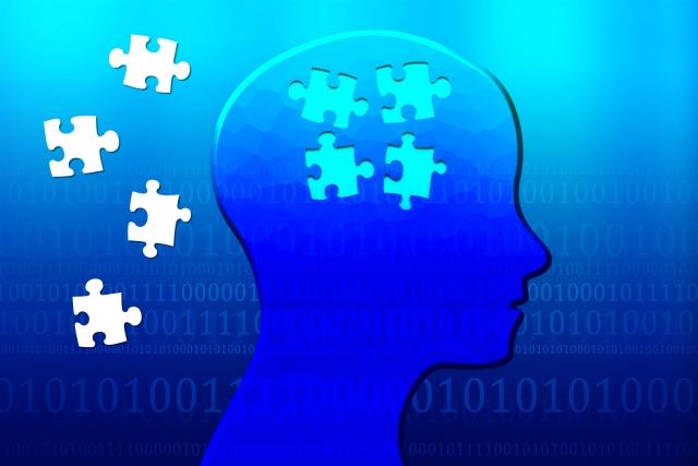 人間の頭とパズルピースの画像