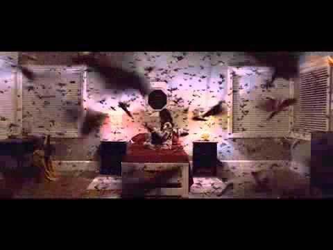 蛾の大量発生シーン