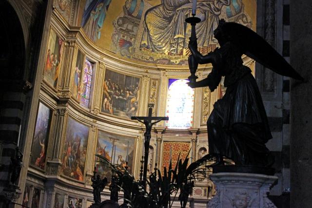 祈りの天使の像