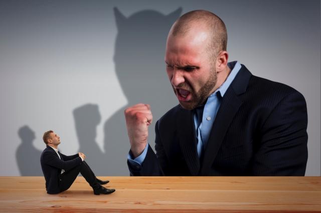 怒る男性と怒られる男性「
