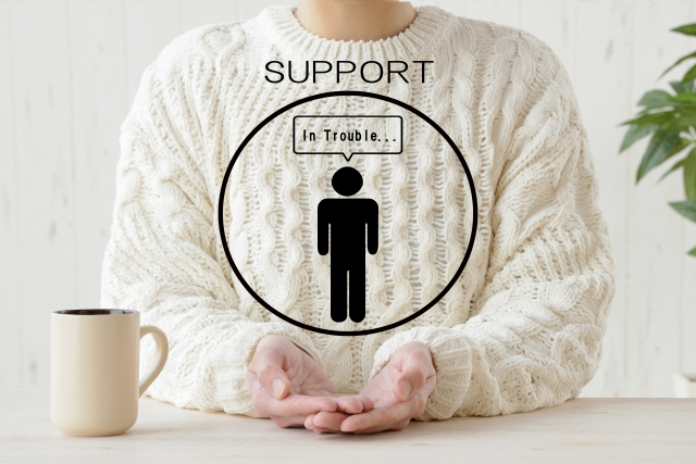 サポートの文字を持つ手