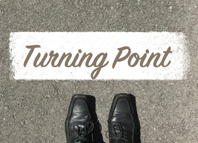 靴とターニングポイントの文字