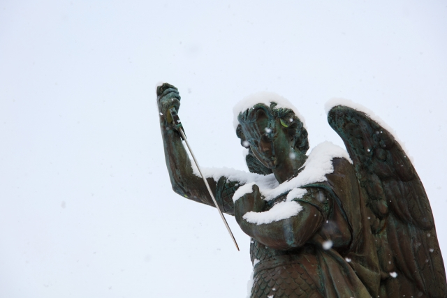 ミカエル像