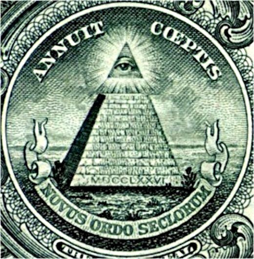 ピラミッドの目