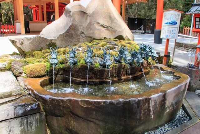 龍神の手水場