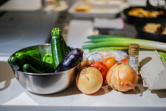 キッチンに置かれた野菜