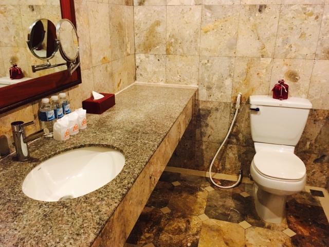 洗面台のあるトイレ