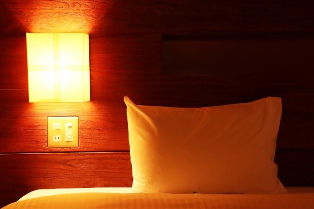 間接照明と枕