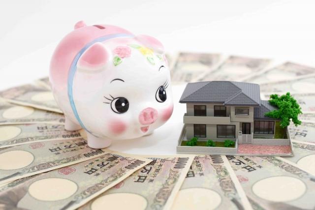 お札と貯金箱と家