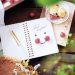ノートと笑顔のイメージ